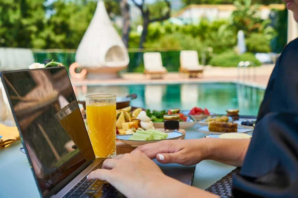 Jobs To Do While Traveling (That Aren't Blogging)